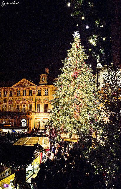Winter Prague – Christmas Market on Old Town Squar…