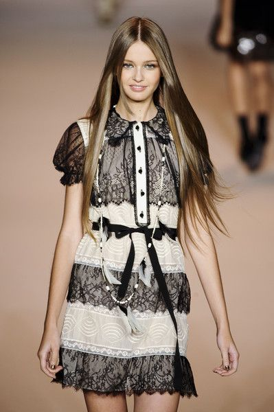 Fashion runway black and white dress Anna Sui Spring 2011
