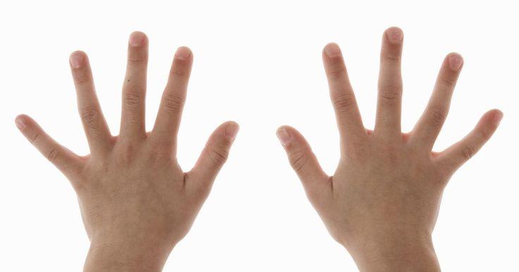 Cómo medir el tamaño de tu muñeca para ver si tienes los huesos grandes. Cuando tratas de calcular el rango de peso en el que deberías estar idealmente, tienes que recordar que tu marco de estructura afectará a los números finales. Las personas con marcos más pequeños, o esqueletos más delgados, tendrán un peso mínimo más bajo que las personas con marcos más gruesos. La circunferencia de tu muñeca es un buen indicador ...