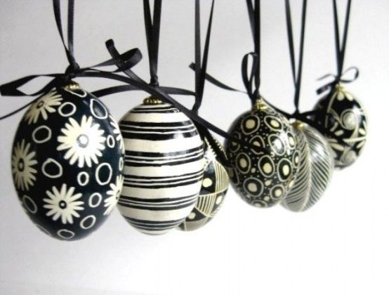 Eggs in black and white www.decofairy.gr