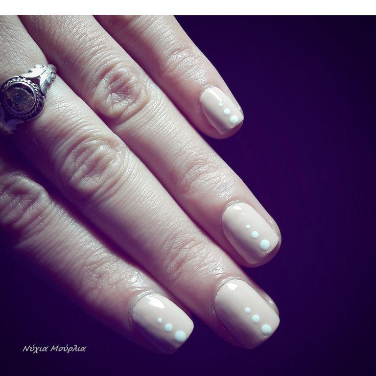 nailart~polkadots~dots~minimal nails