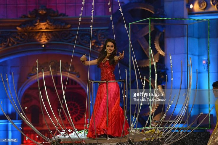 Shraddha Kapoor performing in Life ok screen awards 2015.