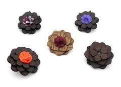 Solid Wooden Lapel Pin: From the four overlapping petal layers to the daisy shaped flower shaped stigma of the flower, all display just one color. The center of the daisy has a black spot while the silver pin is attached to the back. bowselectie.com