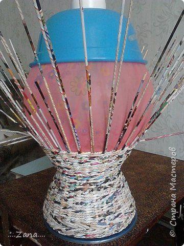 попросили сплести напольную вазу,похожую на те,что плела ранее.но,так как плету очень редко,волновалась,что получится.а повторяться не хотелось.создалась немного другая ваза,судить вам,как получилась.надеюсь заказчику понравится. фото 5