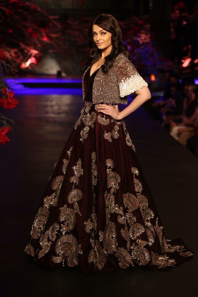 "Aishwarya Rai Bachchan walks the ramp as Manish Malhotra's show stopper for his ""The Empress Story"" collection at #AICW2015 #Empress #Beauty #Grace #showstopper #storyteller #masterdesigner  #AICW2015"