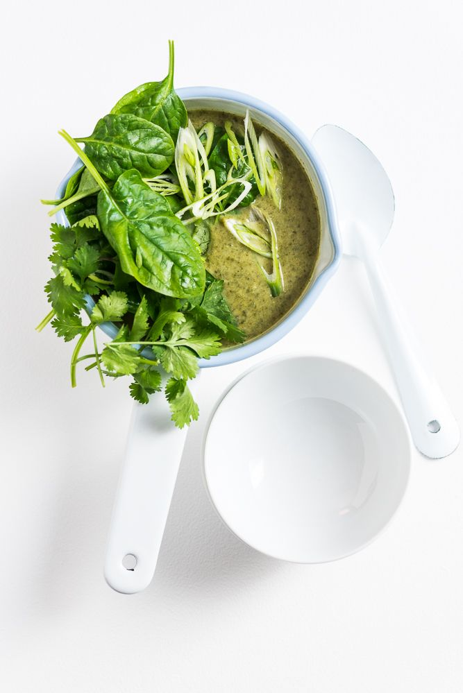 Thai Coconut Broccoli Soup - fresh, healthy, tasty and ready in less than 30 minutes