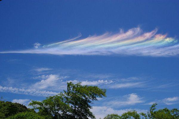 雲が虹色でした。 on Twitpic