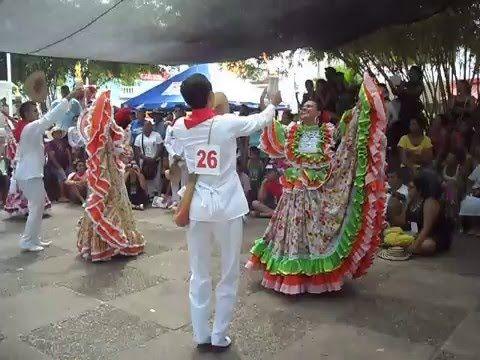 Muestra del baile de cumbia en el festival nacional de la cumbia en el Banco Magdalena