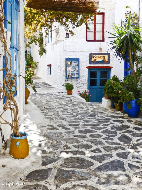 Chora, Amorgos by Amphithoe    Via Flickr: Χώρα Αμοργού