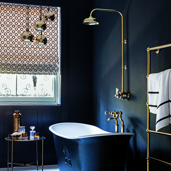 love this.. perfect, roll top bath - check. shower - check.. metal on display.. beautiful