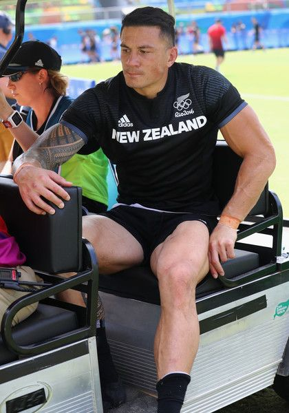 Sonny Bill Williams Photos Photos - An injured Sonny Bill Williams of New Zealand is stretchered off during the Men's Rugby Sevens Pool C match between New Zealand and Japan on Day 4 of the Rio 2016 Olympic Games at Deodoro Stadium on August 9, 2016 in Rio de Janeiro, Brazil. - Rugby - Olympics: Day 4