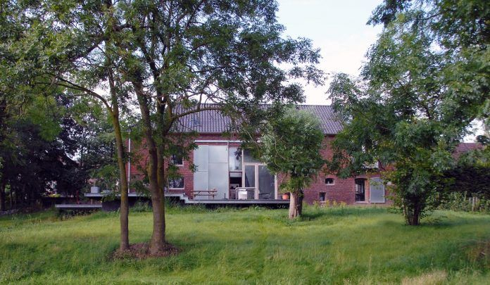 authentic-modern-farmhouse-hilly-countryside-limburg-02