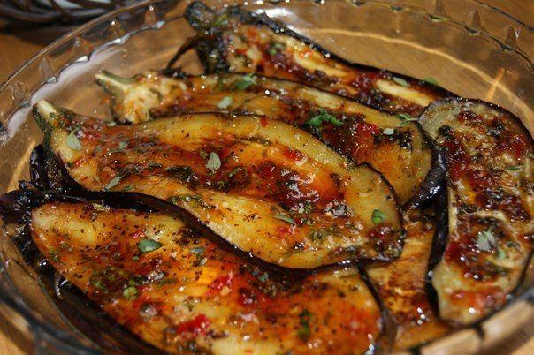Баклажаны пикантные - очень вкусная закуска, притом быстро готовящаяся.