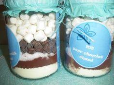 Voilà une beau et délicieux cadeau à réaliser pour offrir à vos proches pour Noël, pour d'autres occasions ou juste pour faire plaisir! Cette recette vient du blog de Caroline: http://ohmacuisine.over-blog.com/ Ingrédients pour un bocal: -50g de lait...