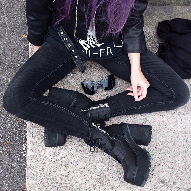 """grunge-revoluti0n: """"Always black. """"                                                                                                                                                                                 Más"""