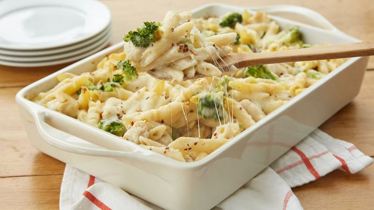 This 5-ingredient dinner is not your average chicken Alfredo recipe. This easy, cheesy pasta casserole is packed with palate-pleasers like creamy Alfredo sauce and shredded mozzarella that everyone in your family will love, plus white-meat chicken and chopped broccoli for a hearty dose of protein + veg. Best of all, it preps in 15 minutes flat and is ready to enjoy in just over half an hour. This one's a winner.