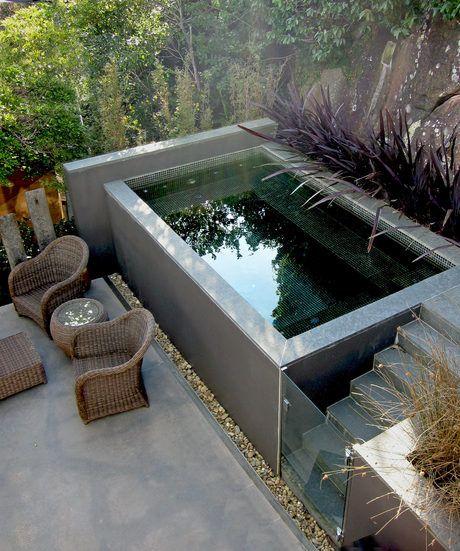 Belebende Gartengestaltung mit kleinem Tauchbecken zum Entspannen