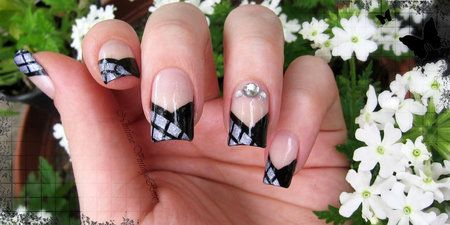 V-shaped french manicure #nailart - Go to bellashoot.com or #beautyapp for beauty inspiration!