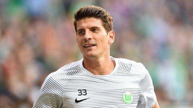 Wolfsburg (dpa) - Fußball-Bundesligist VfL Wolfsburg kann im Spiel gegen RB Leipzig am Sonntag (17.30 Uhr) wieder auf Mario Gomez und Luiz Gustavo
