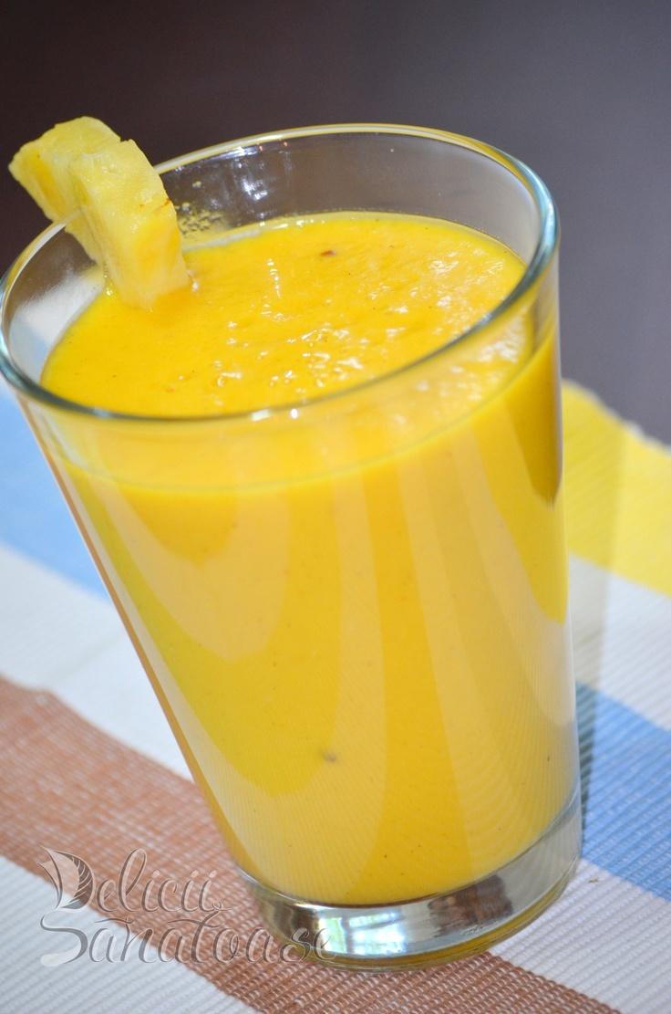 #raw #vegan mango pineapple smoothie @DeliciiSanatoas