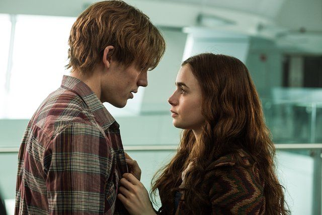 Still of Lily Collins and Sam Claflin in Love, Rosie (2014)