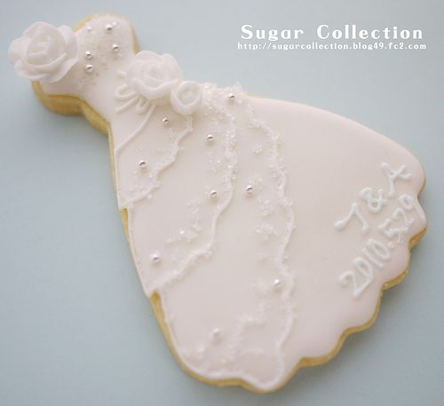 wedding dress cookie is too pretty to eat