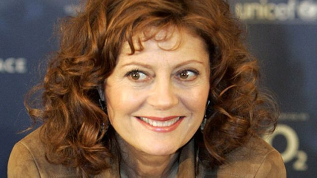 Susan Sarandon says some famous Bernie Sanders fans are nervous to voice their support of the presidential hopeful in fear of backlash in Hollywood.