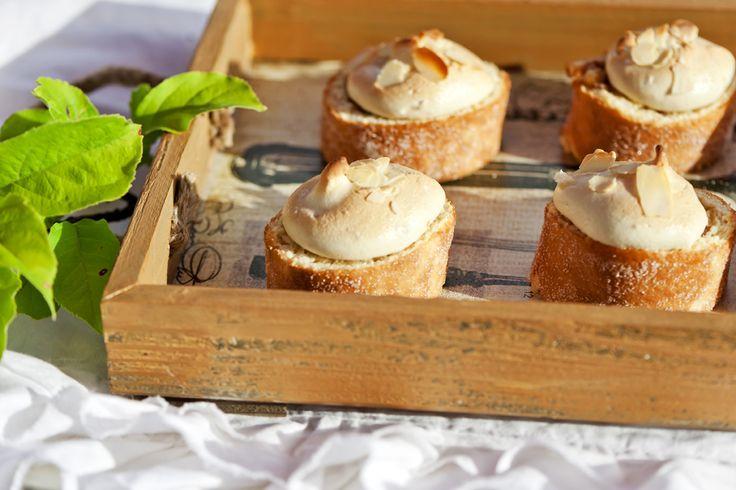Marenki + omena + kääretorttu = syksyn maukkain herkku! #Reseptin saat tästä: http://www.dansukker.fi/fi/resepteja/marenkiset-omena-kaaretorttuleivokset.aspx #omena