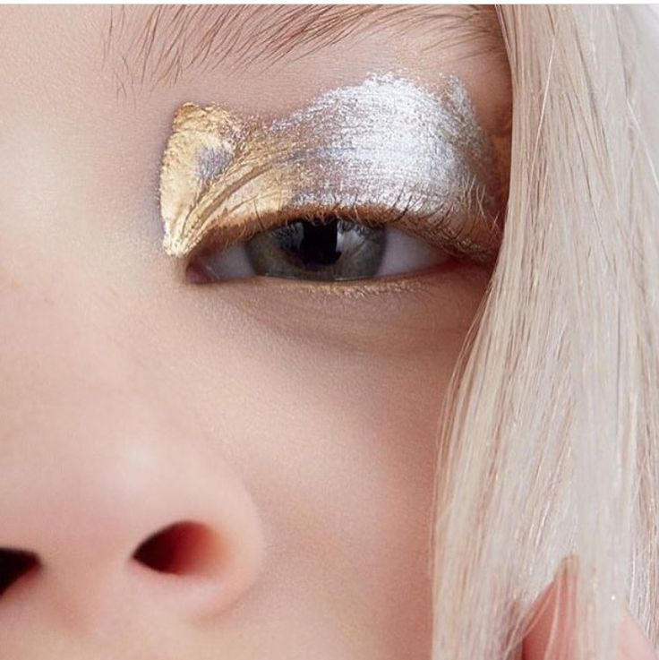 silver gold eye shadow #beauty  More styles on http://www.cocos-philosophy.de