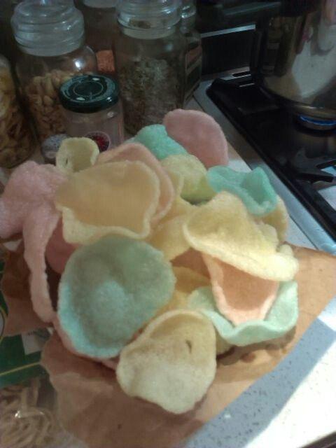 Rainbow prawn crackers