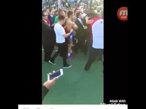 Pizza thrown to Victor Ortiz face after Ortiz Vs Berto 2 boxing match - YouTube #stubhub #boxers #victorortiz #ortiz #pizza #pizzaFace