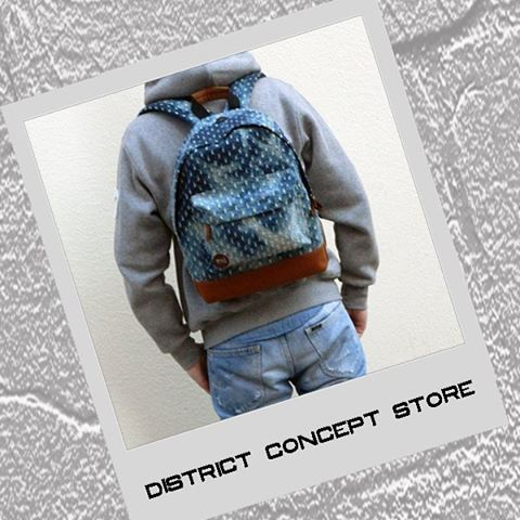 Outfit for June Blues: Mi Pac Denim Backpack, Lee Daren Jeans, Levis Logo Hoodie. #DistrictConceptStore where you meet the upcoming fashion trends. Xar. Trikoupi 34-36, Ioannina, Greece.