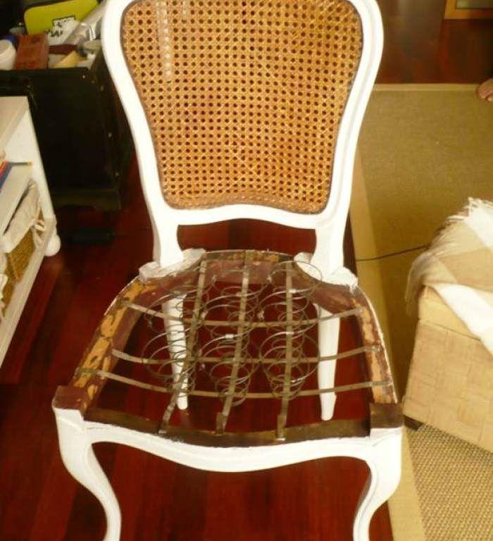 Hace un par de semanas me escribió Menchu, una seguidora a través del formulario de contacto porque tenía una duda sobre como tapizar unas sillas que estab