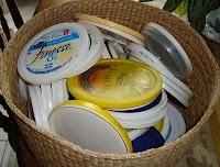 diy coin purse - cute craft idea for all those plastic lids!!