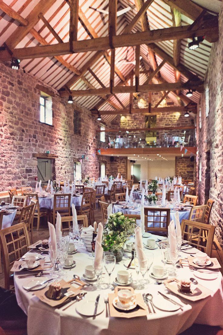Vintage Hochzeit in traumhafter Scheunenlocation von Claire Penn | Hochzeitsblog - The Little Wedding Corner