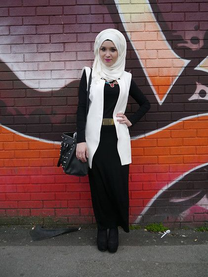 Zara Blazer, H&M Belt, Jewel Necklace, Primark Bag
