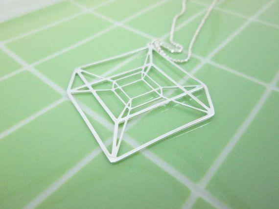In de meetkunde een Tesseract is een soort hyperkubus, die een vier-dimensionale is analoge van de kubus. In deze heilige geometrie tegenhanger afgevlakt ik de 4 dimensies terug in 2 dimensies vorm, houden van de illusie van de tesseract 4D. Ik probeerde te maken van de mooiste lijnen die het metaal houden kunt om het effect van een delicate draftmention.  maten: zilver vergulde hanger: 1.6 x 1.4 (42 mm x 35 mm) bevat een zilveren ketting 16(40,6 cm) met een extensie 3 (7,6 cm).  Ook…
