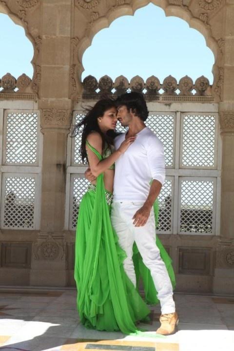 "Vidyut Jamwal & Pooja Chopra   View more still from the movie ""Cammando"""