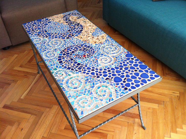 Haftaya el yapımı, türünün tek örneği sehpamızla başlamamızı sağlayan mozaik sanatçısı Gülayşe Koçak'a teşekkürlerimizle! #iyitasarım