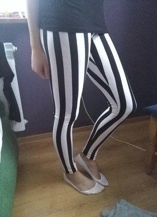 Kup mój przedmiot na #vintedpl http://www.vinted.pl/damska-odziez/legginsy/16489711-leginsy-w-bialo-czarne-paski-w-zdluz