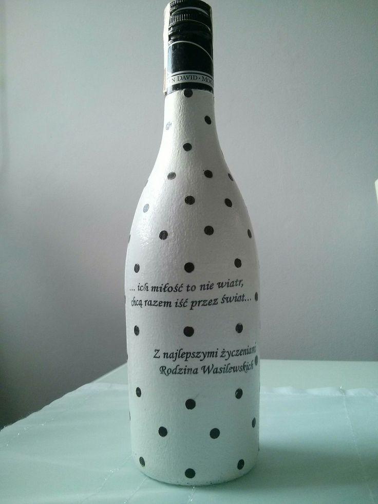Wino zdobione techniką decoupage