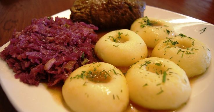 Tym razemugotujemy potrawę wywodzącą się z tradycji śląskiej. Danie, które doskonale pasuje na niedzielny obiad, ale również danie, kt...