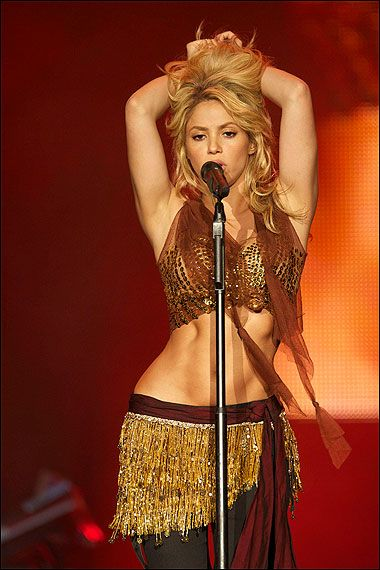 belly dance   I  love  Shakira! Total girl crush !!