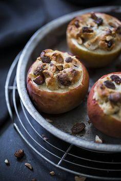 Bratapfel mit Marzipan und Rosinen