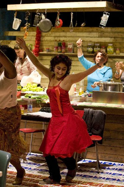 Moeders (Mothers): award winning production with ten mothers from the city of Rotterdam, all with different ethnic background. www.rotheater.nl/moeders