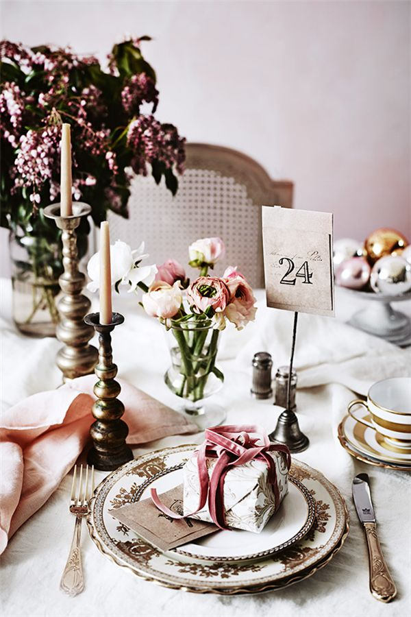 Christmas Inspiration | Reindeers, Velvet Ribbon & Dusty Pink Linen - DustJacket Attic