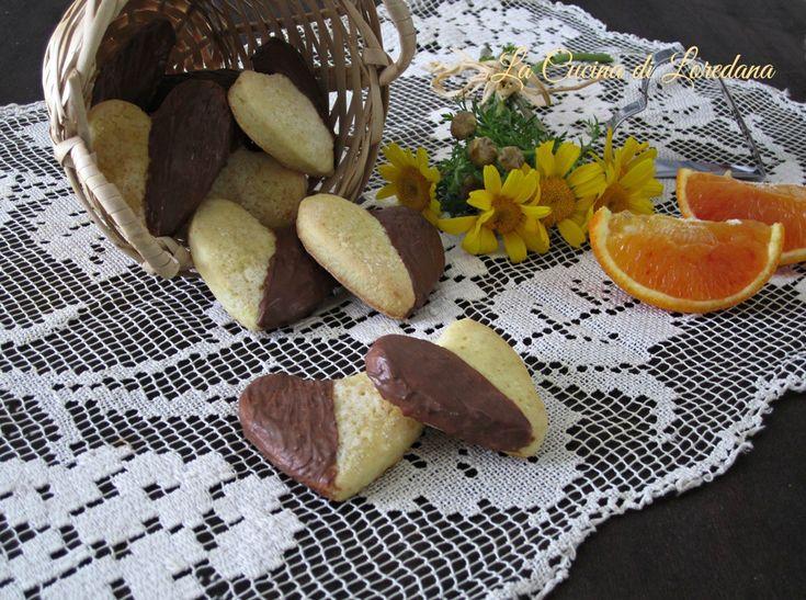 Il profumo dell'arancia e la dolcezza del cioccolato per preparare dei deliziosi biscotti: Cuori arancia e cioccolato, morbidi e golosi
