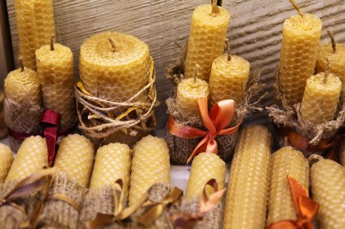 How to Make Beeswax Candles: From cleaning raw beeswax to enjoying the final product, Jennifer Ford of Bees of the Woods Apiary will take you step by step through the process of making beeswax candles in this article from MOTHER EARTH NEWS magazine.