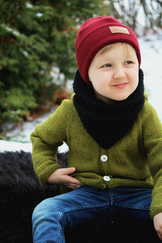 Kids beanie outfit for Winter. Little boys burgundy beanie.