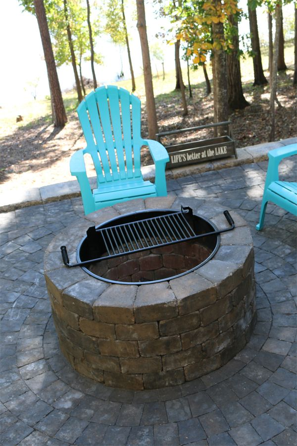 NewLine Hardscapes' Ashland Fire Pit, shown here in Fieldstone, is an elegant build-it-yourself fire pit that will enhance your outdoor living area dramatically. This pit comes either finished with a 4-piece radius coping (spark screen and steel insert with lid optional) or with a steel insert with a lid and retro-fit ring. It can be used for wood-burning fires or fitted for natural gas.